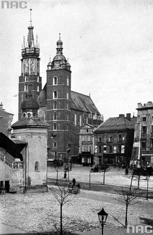 Rynek Główny - zdjęcie wykonane między rokiem 1890 a 1900 /Z archiwum Narodowego Archiwum Cyfrowego