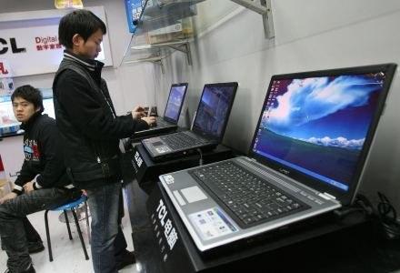 Rynek komputerowy z wolna wychodzi z kryzysu /AFP