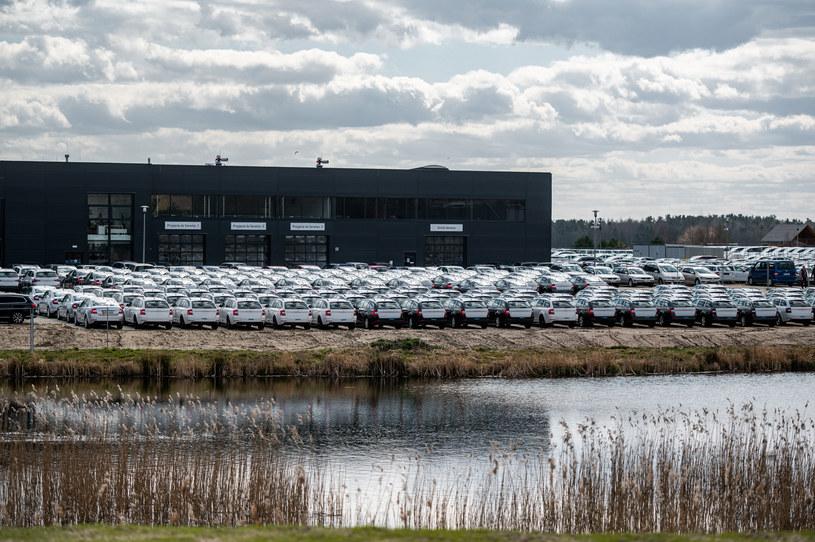 Rynek nowych aut w Polsce od  lat napędzają firmy. Polacy kupują auta używane, bo na takie ich stać /Getty Images