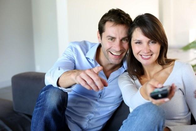 Rynek płatnej telewizji radzi sobie coraz lepiej /123RF/PICSEL