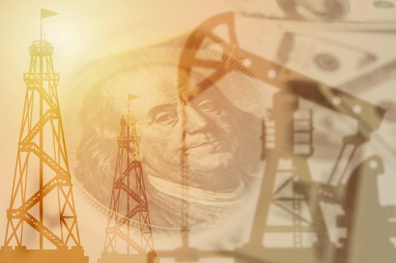 Rynek ropy czeka na większa podaż /123RF/PICSEL