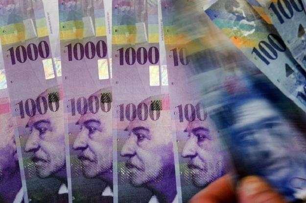 Rynek spekuluje, że frank szwajcarski może niedługo kosztować 3,50 zł /AFP