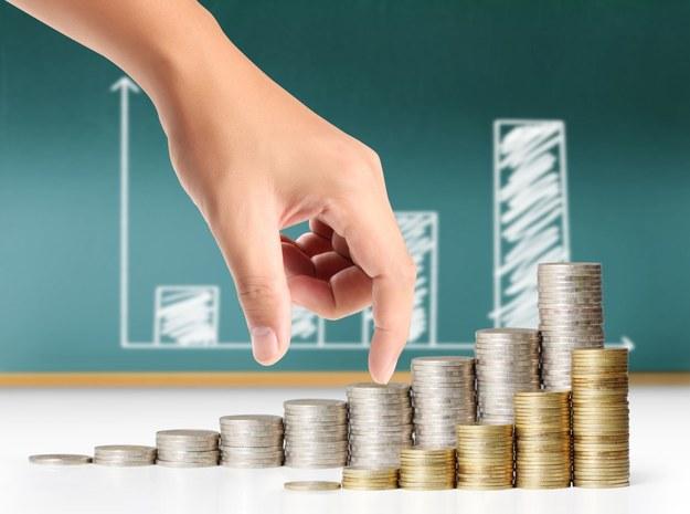 Rynek wymusza podwyżki płac skuteczniej od rządu /123RF/PICSEL