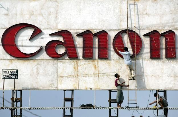 Rynkowej dominacji Canona może niebawem zagrozić firma Sony /AFP
