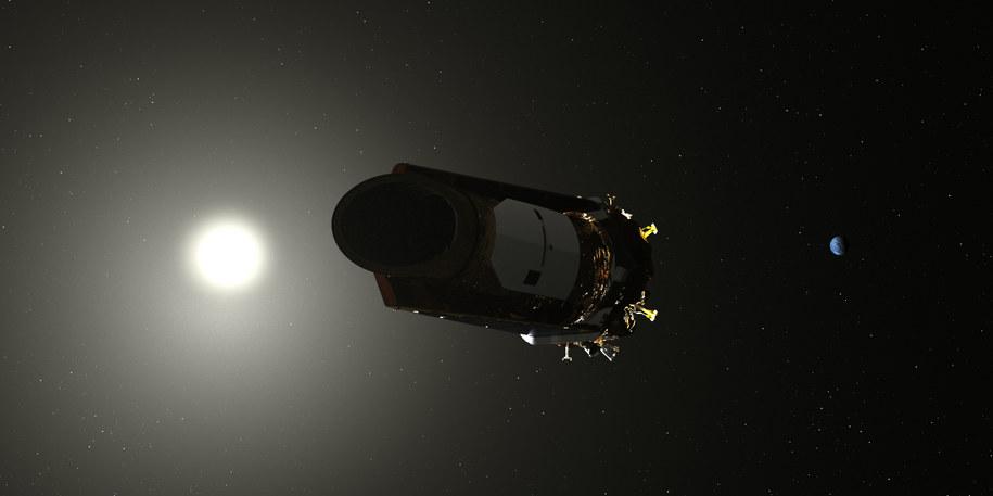 Rysunek sondy Kepler na tle Slońca i Ziemi / NASA /Materiały prasowe