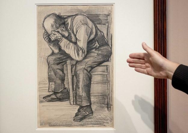 """Rysunek Vincenta van Gogha pt. """"Worn out"""" /KOEN VAN WEEL /PAP/EPA"""