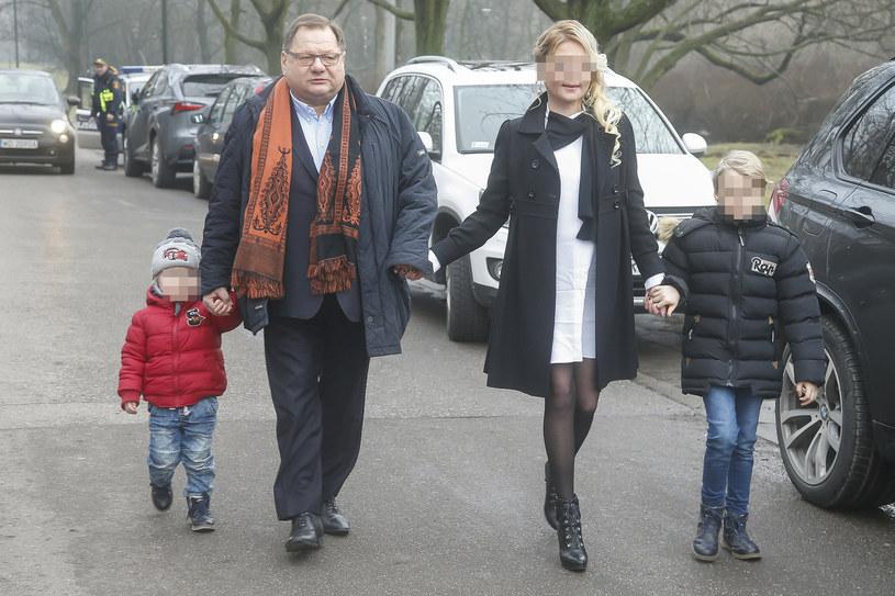 Ryszard Kalisz z żoną i dziećmi /Baranowski /AKPA