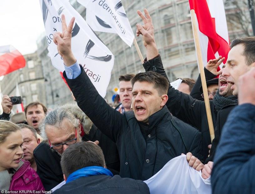 Ryszard Petru na manifestacji Komitetu Obrony Demokracji /Bartosz Krupa /East News