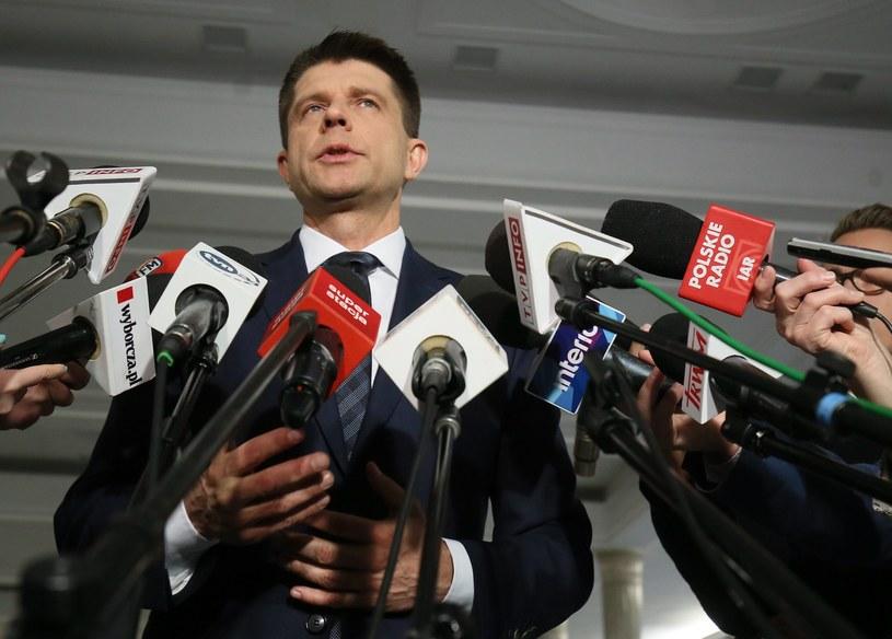Ryszard Petru na poniedziałkowej konferencji już bez symbolu małżeństwa na palcu! /Sławomir Kamiński /AGENCJA GAZETA