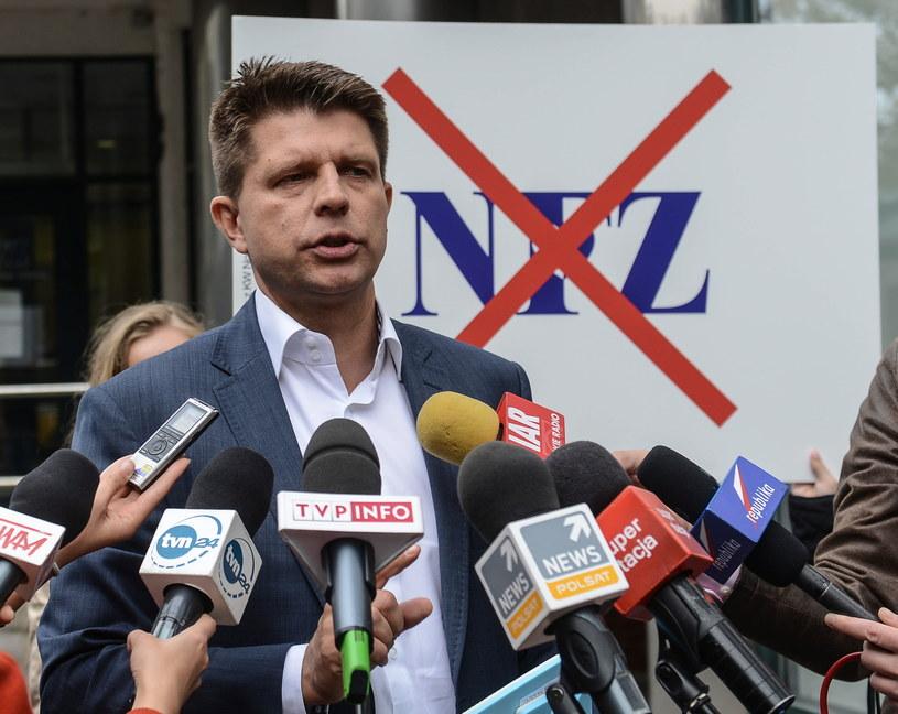 Ryszard Petru podczas konferencji prasowej w Warszawie /Jakub Kamiński   /PAP