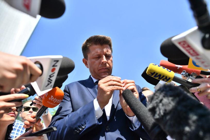 Ryszard Petru przygląda się resztkom poparcia społecznego /Jacek Turczyk /PAP