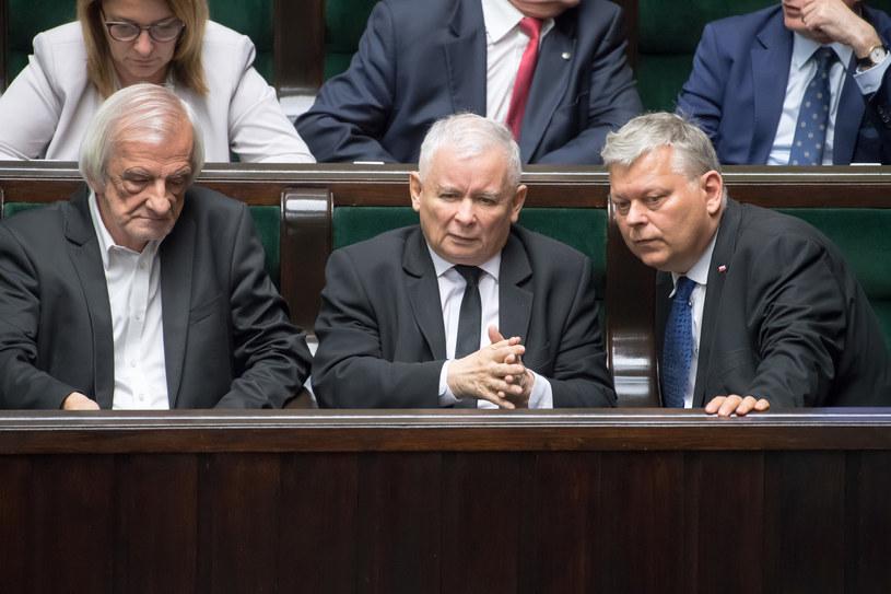 Ryszard Terlecki, Jarosław Kaczyński i Marek Suski podczas posiedzenia Sejmu /Fot. Wojciech Strozyk /Reporter