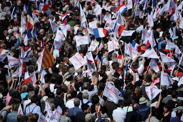 Rywal prezydenta Sarkozy'ego Francois Hollande coraz częściej mówi językiem radykalnej lewicy /AFP
