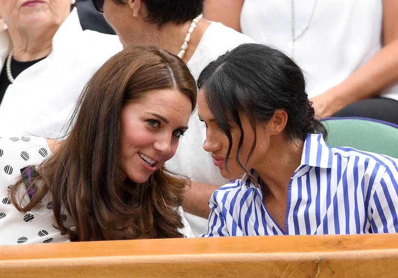 Rywalizację pomiędzy księżną Kate i księżną Meghan można było zauważyć już na samym początku znajomości /Getty Images