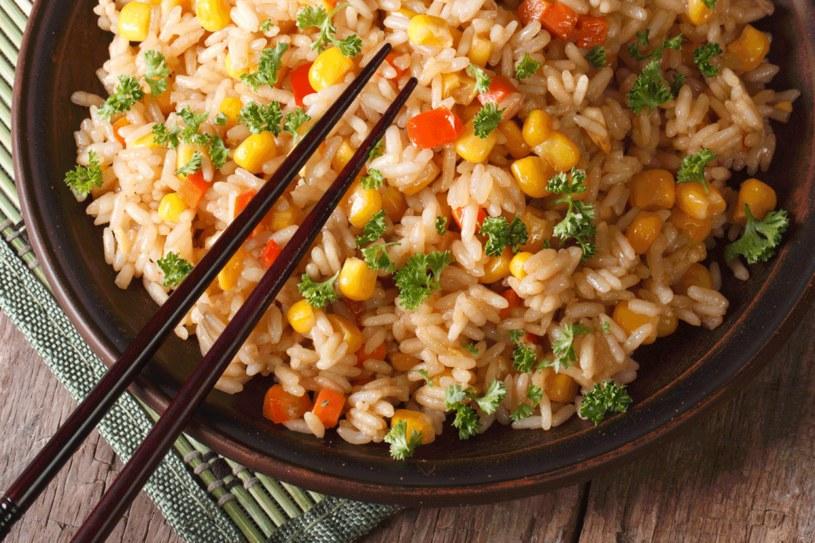Ryż jest sycący, dlatego sprzyja odchudzaniu /123RF/PICSEL