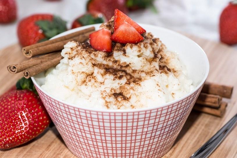 Ryż na mleku to prosty i sycący deser. Może być także podawany na śniadanie /123RF/PICSEL