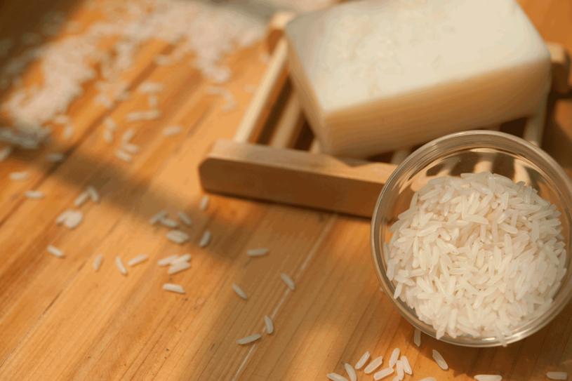 Ryż wykorzystasz w swoim domowym SPA /123RF/PICSEL