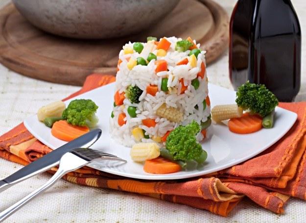 Ryż z warzywami podany w zaskakującej formie /123RF/PICSEL