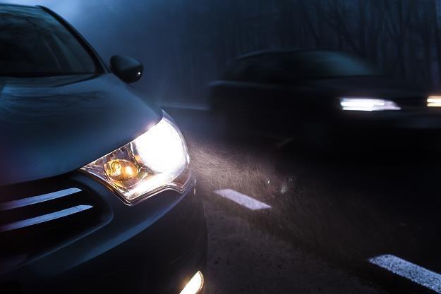 Ryzyko wypadku w nocy jest ok. 2-3 razy większe niż w dzień /©123RF/PICSEL