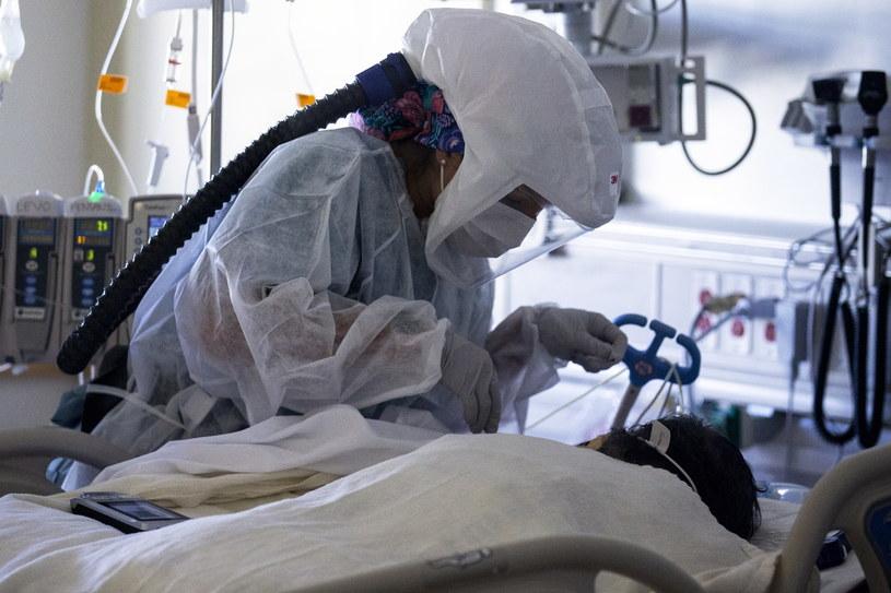 Ryzyko zgonu na brytyjski wariant koronawirusa jest o 35 proc. wyższe niż w przypadku innych, zdj. ilustracyjne /ETIENNE LAURENT /PAP/EPA