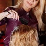 Ryzykowne kolory włosów, które dodają lat