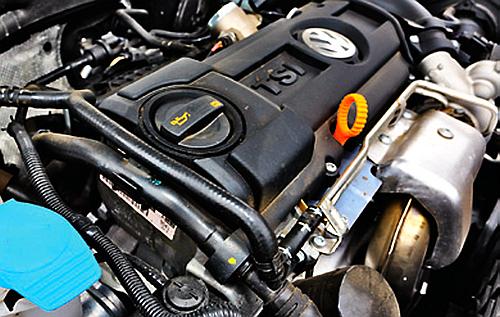 Ryzykowny wybór do Golfa V: silnik 1.4 TSI. Najsłabszy punkt: układ rozrządu. W pechowej serii dochodziło nawet do wypalenia tłoków. /Motor