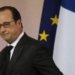 """""""Rz"""": Francois Hollande przemienia się w wodza narodu"""