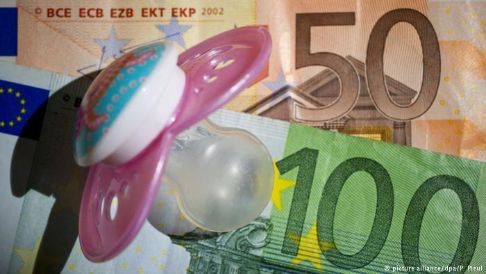Rząd Austrii postanowił obniżyć zasiłek na dzieci wypłacany pracującym w tym kraju obywatelom UE /Deutsche Welle