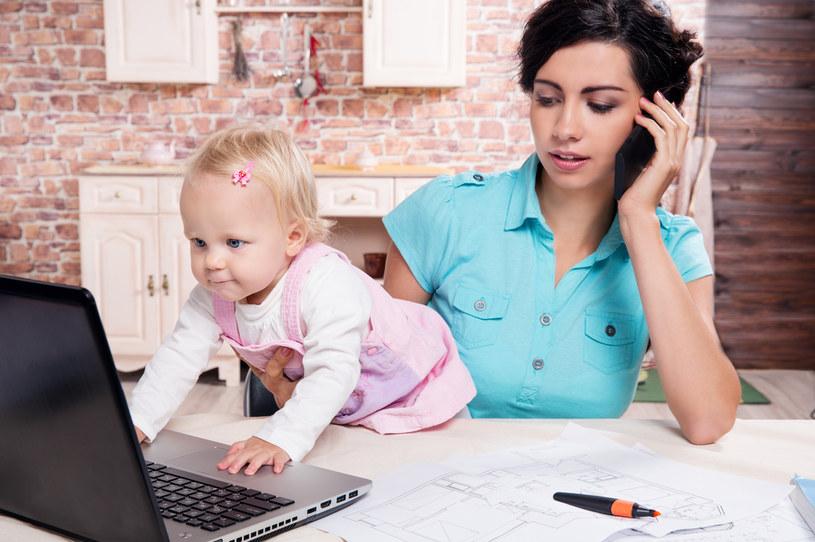 Rząd chce doprecyzować przepisy o obniżeniu etatu i urlopie wychowawczym /123RF/PICSEL