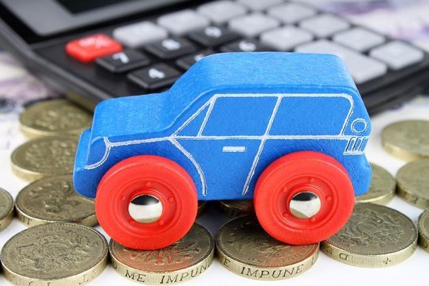 Rząd chce umożliwić rejestrację wielu samochodów na jeden numer i jeden dokument /©123RF/PICSEL