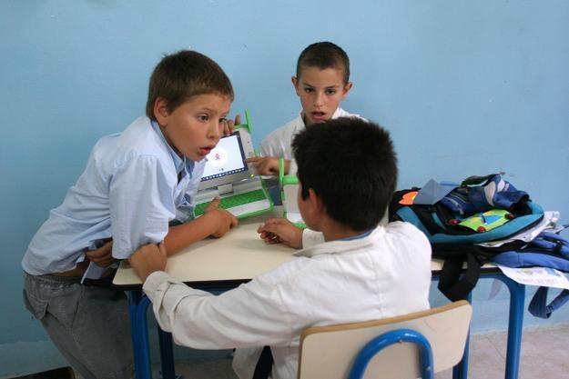 Rząd chciałby wyrównać szanse wszystkich dzieci rozpoczynających swoją edukację /AFP