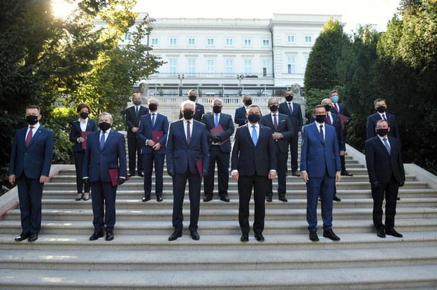 Rząd Mateusza Morawieckiego na zdjęciu grupowym, bez wicepremiera Jarosława Kaczyńskiego / Radek Pietruszka   /PAP