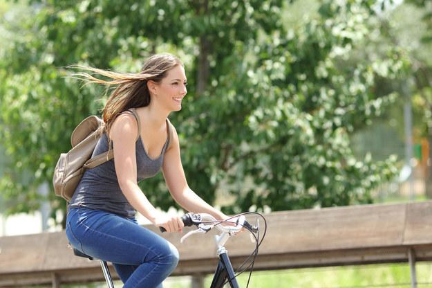 Rząd Niemiec zamierza zainwestować 25 mln euro w rowerowe trasy szybkiego ruchu /123RF/PICSEL