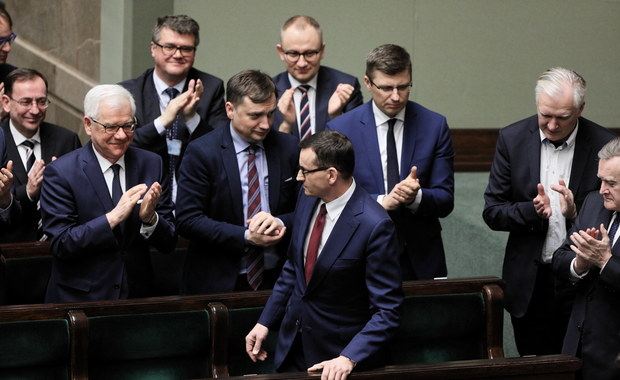 """""""Rząd PiS idzie coraz bardziej na zwarcie z Unią Europejską"""". Jutro bardzo krytyczny raport nt. stanu demokracji w Polsce"""