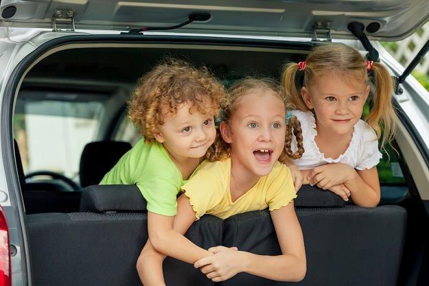 Rząd pracuje nad wprowadzeniem zniżek dla rodzin wielodzietnych korzystających z płatnych dróg /©123RF/PICSEL