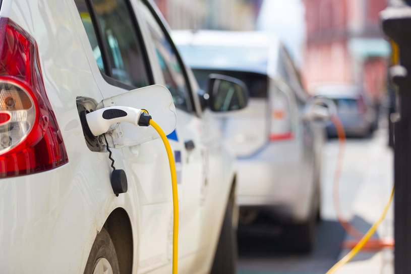 Rząd przygotowuje wsparcie do zakupu samochodów elektrycznych /123RF/PICSEL