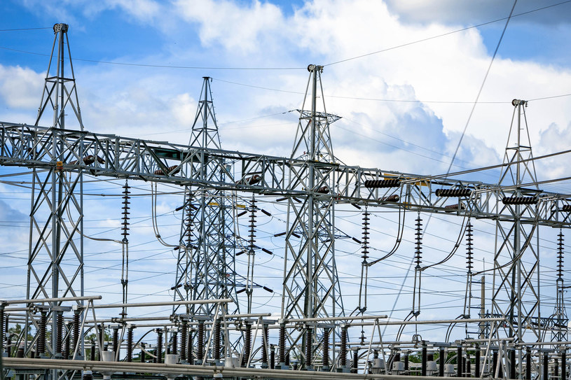 Rząd przyjął projekt ustawy o systemie rekompensat dla sektorów i pod sektorów energochłonnych. Fot. Chakrapong Worathat /123RF/PICSEL