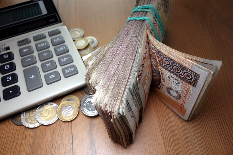 Rząd przyjął rozporządzenie, w którym ustalił wysokość minimalnego wynagrodzenia za pracę na poziomie 3010 zł /123RF/PICSEL