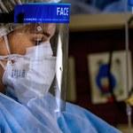Rząd szykuje przepisy mające mobilizować, a czasem dyscyplinować lekarzy do walki z wirusem