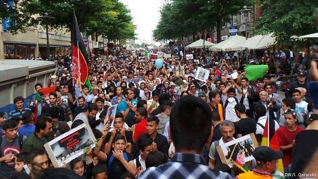 Rząd w Berlinie chce ograniczyć liczbę imigrantów oferując im pieniądze za dobrowolny powrót do domu /Deutsche Welle