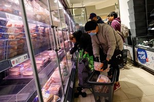Rząd wprowadza kolejne ograniczenia w handlu