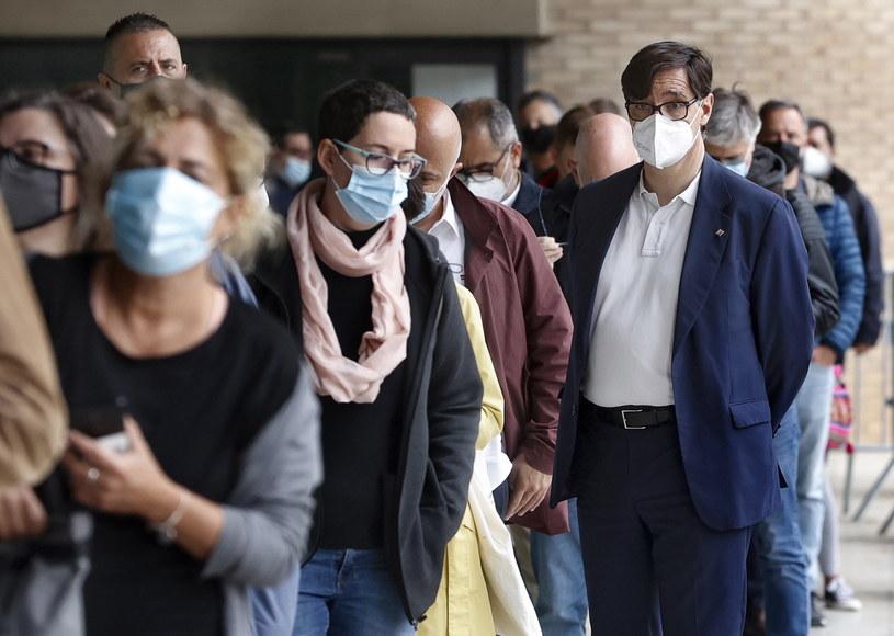 Rząd wspólnoty autonomicznej Madrytu nie zgadza się na podawanie dwóch różnych szczepionek /QUIQUE GARCIA /PAP/EPA