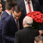 """Rząd z wotum zaufania, Morawiecki tweetuje w nocy: """"Posłowie docenili"""""""