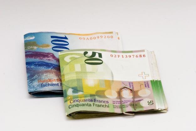 Rząd zmusi banki do przewalutowania franków? /©123RF/PICSEL