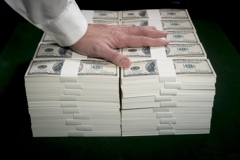 Rządy wydały 9 bilionów dolarów na walkę ze skutkami ekonomicznymi pandemii. /123RF/PICSEL