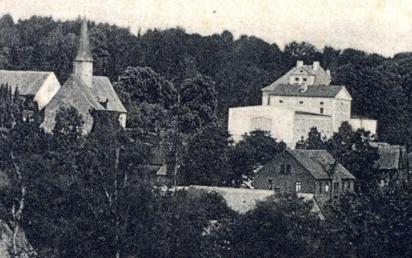 Rząsiny (niem. Welkersdorf) – kościół katolicki oraz pałac z budynkami gospodarczymi, pierwsza połowa XX wieku /&nbsp