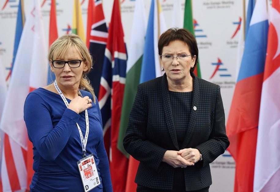 Rzeczniczka rządu Iwona Sulik i premier Ewa Kopacz na zdjęciu z 17 października 2014 /Radek Pietruszka /PAP