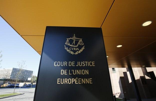 """Rzecznik generalny w swojej czwartkowej opinii stwierdził, że sporne przepisy """"naruszają zasadę nieusuwalności sędziów"""" /JULIEN WARNAND /PAP/EPA"""