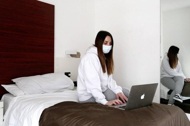 Rzecznik GIS: kwarantanna po kontakcie z osobą chorą trwa 10 dni /ROBERTO BRANCOLINI / IPA /PAP/PA