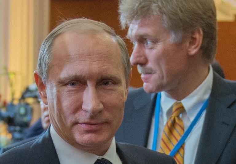 Rzecznik Kremla Dmitrij Pieskow i Władimir Putin /AFP